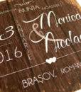 invitatii-nunta-moderne-rustice-cu-fundal-de-lemn-hermia-05
