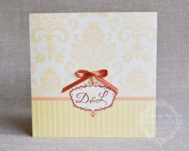 Invitatii nunta damask cu perla si fundita DIANA galben - fata