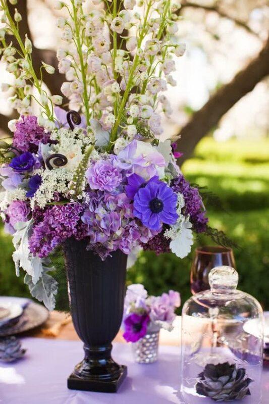 aranjament floral culoarea anului 2018 ultra violet
