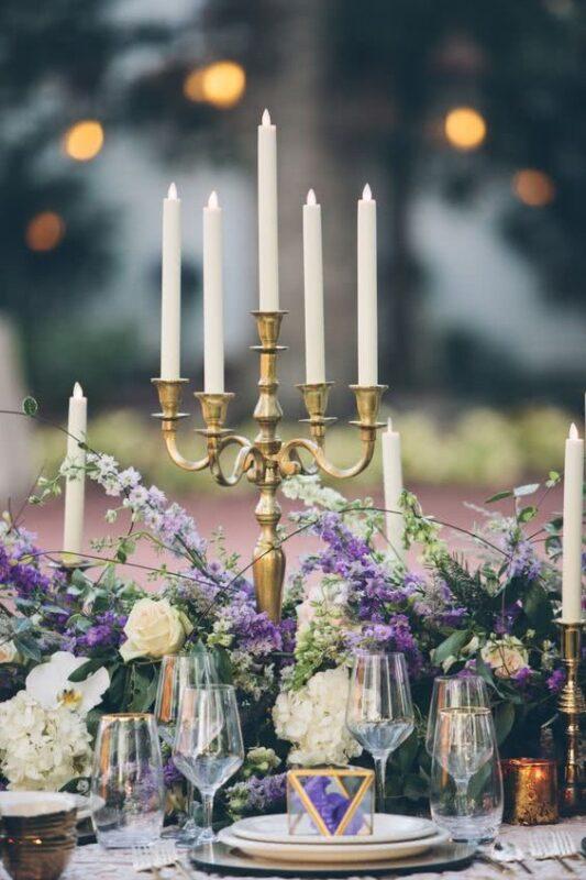 decoratiuni masa nunta culoarea anului 2018 ultra violet