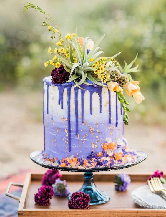 tortul mirilor flori culoarea anului 2018 ultra violet