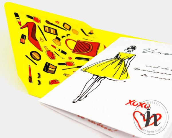 invitatii domnisoare de onoare cu plic galben fashionista - detaliu plic personalizat cu liner