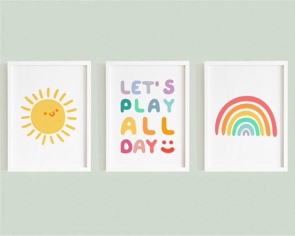 Set 3 tablouri camera baieti, cu mesajul Let's Play All Day, curcubeu si soare zambitor.