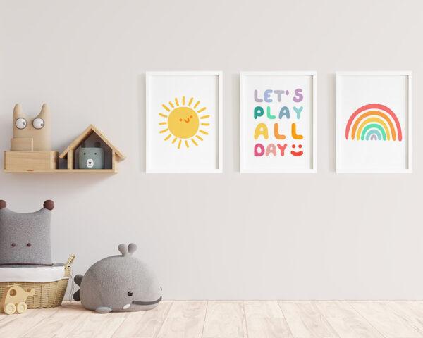 Un set de tablouri pentru camera copilului cu soare haios si curcubeu, frumos colorate.
