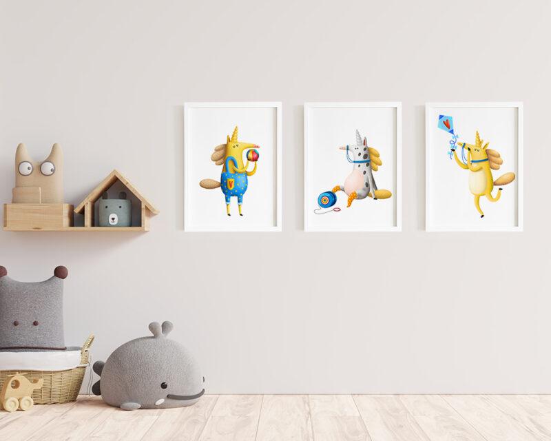 Un set 3 tablouri camera copilului cu unicorni jucausi, tablouri moderne cu rama alba.