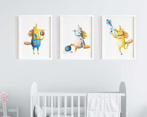 Set 3 tablouri camera copilului cu unicorni, prinse pe perete in dormitorul bebelusului.
