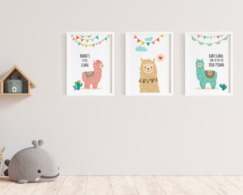 Un set 3 tablouri pentru camera copilului cu animalute haioase si colorate.