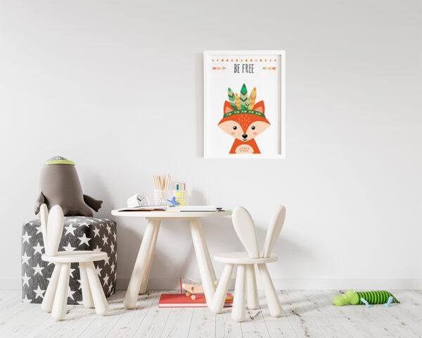 Tablou camera copilului cu vulpe vesel colorata, rama alba inclusa in pret.