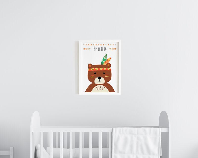 Tablou cu ursulet si mesaj Be Wild pentru dormitorul bebelusului.